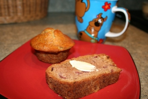 Banana muffin and strawberry bread